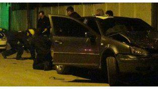 Peritos de la policía realizan las medidas judiciales en el lugar de la tragedia. (Foto: LT 29 de Venado Tuerto)