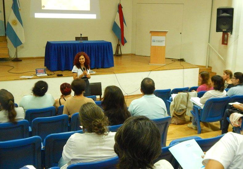 Experiencia. Hace unos días Carina Rattero fue distinguida por sus 25 años enseñando en la UNER.