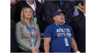 Las cámaras lo enfocaron cuando los Pumas cantaron el himno y el excampeón del Mundial 86 acompañó emocionado.