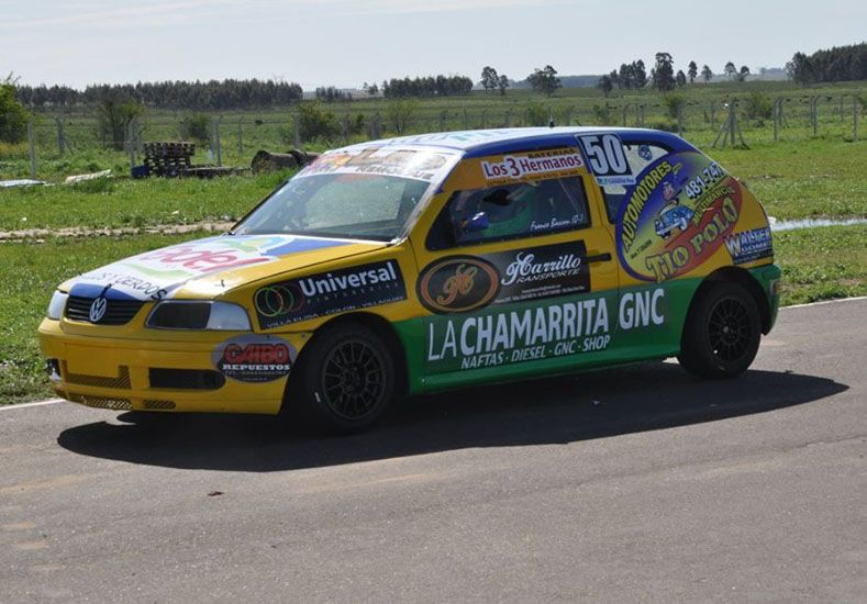 El eliense Franco Baccon se impuso en la serie más rápida del Turismo Pista 1600 y hoy largará primero en la final.