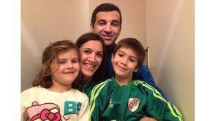 El DT de Paraná celebró ayer su día libre en familia con sus hijos