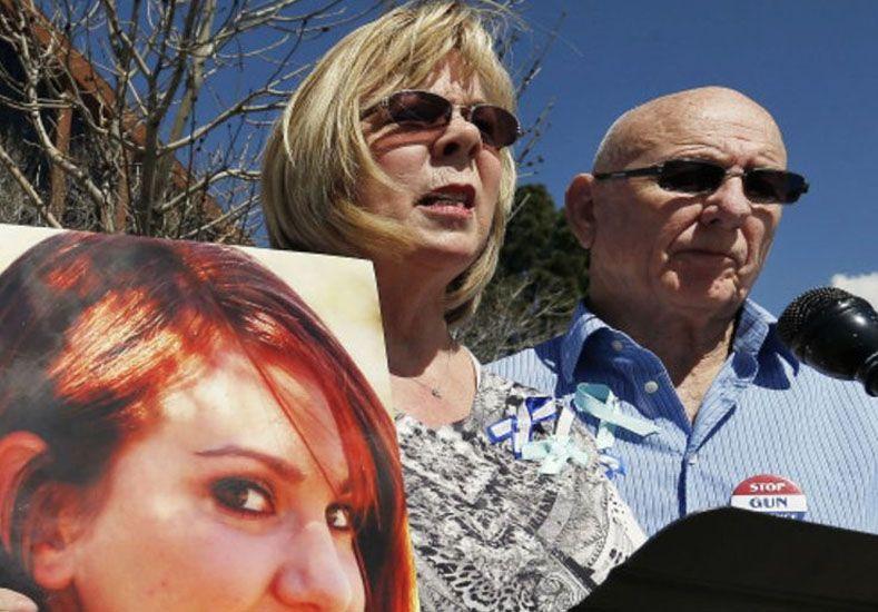 Perdieron a su hija en un tiroteo y deben más de US$200.000 al proveedor de balas del asesino