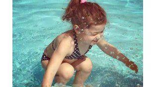 La nena... ¿está dentro o fuera del agua?