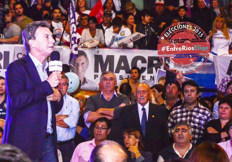 Polémica presencia en acto de Macri de dirigente radical