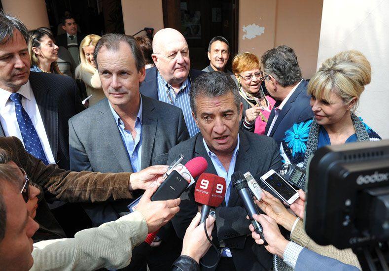 Urribarri firmó los contratos para construir un centro de prevención de adicciones