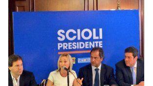 Mónica López junto a Daniel Scioli