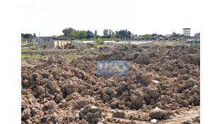 Otro paisaje. En Hernandarias y Soldado Bordón de Paraná solo quedaron montículos de tierra.  Foto UNO/Mateo Oviedo