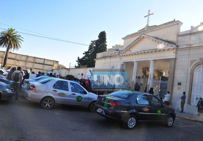 Última morada. En el cementerio municipal ayer por la tarde inhumaron los restos de López.  Foto UNO/Juan Manuel Hernández