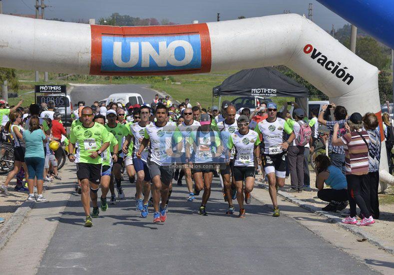 Habitual. La carrera por el campo suma exigencia a los deportistas que disfrutan del contacto con la naturaleza. (Foto UNO/Mateo Oviedo)