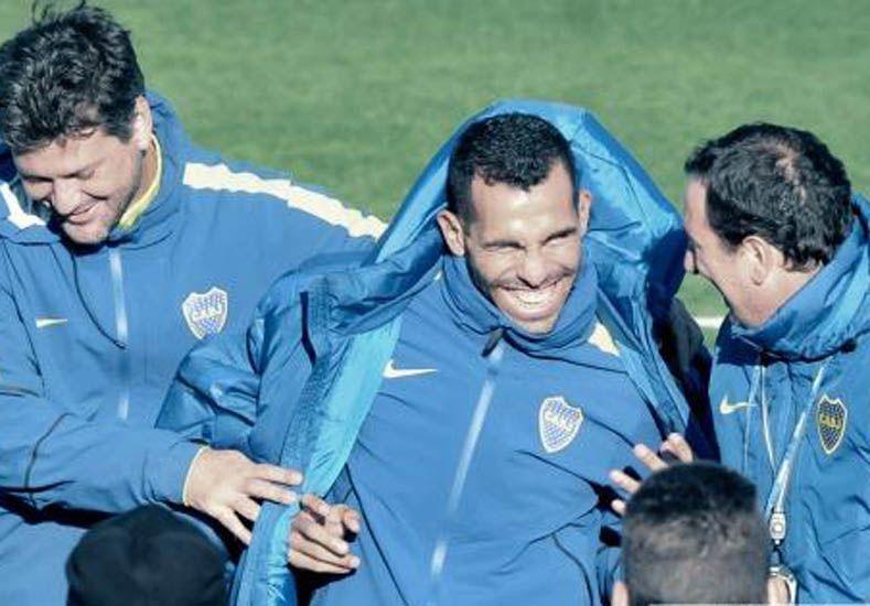 Un dolor lumbar le impidió a Carlos Tevez entrenar con el resto del plantel.  Foto: Télam