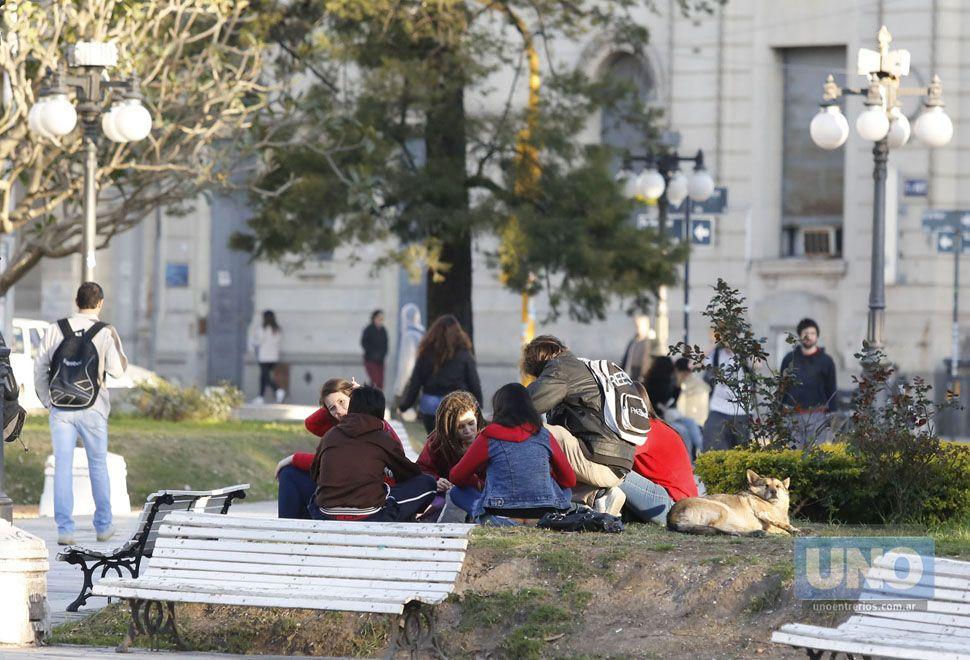 Reunidos en la plaza