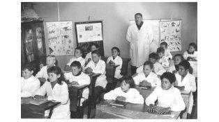 en el aula maestro y Director Justo Héctor Elizalde y su alumnado