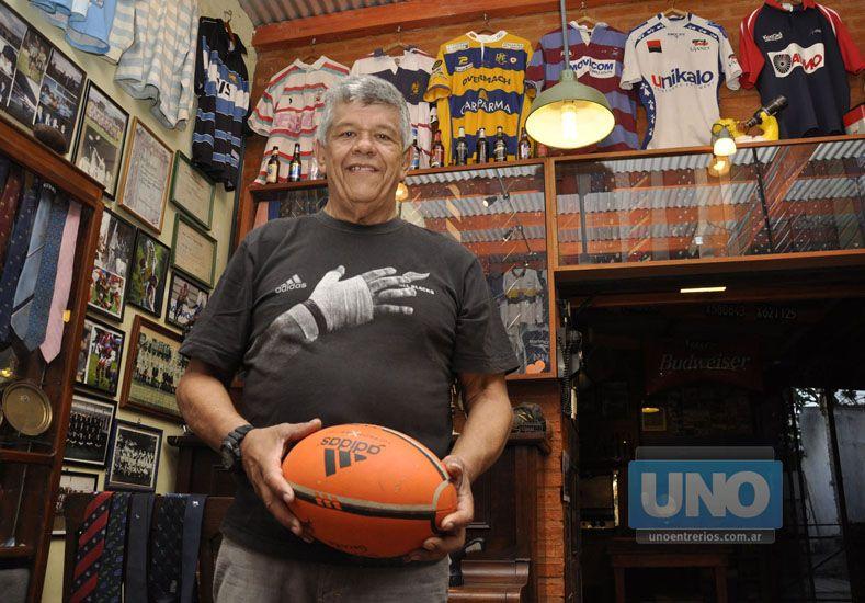 Joe en uno de los rincones de su quincho donde tenía de todo.  (Foto: UNO/Mateo Oviedo)