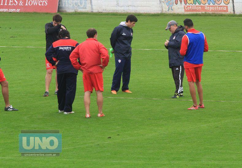 El DT ordenó un trabajo táctico global pensando en la visita de Atlético Paraná a la Gloria de Córdoba.   Foto UNO/Juan Ignacio Pereira