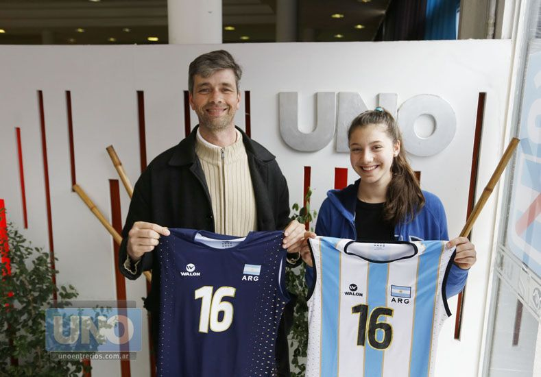 Padre e hija juntos hablaron tras viajar al Mundial de Perú Sub 18.  Foto UNO/Diego Arias