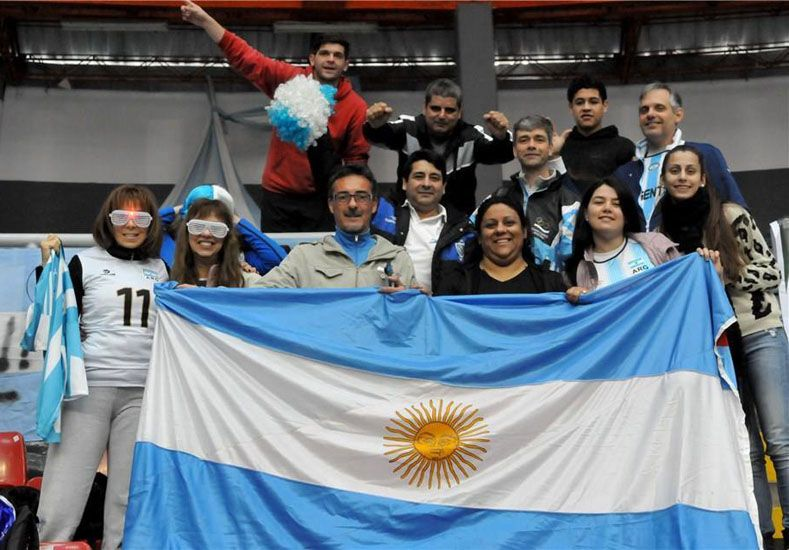 En Perú. Ernesto Michel viajó a Perú para acompañar junto a un puñado de padres al equipo nacional en la cita ecuménica.