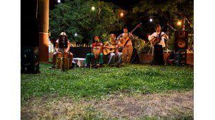 Movido. No Se Salva De La Conga aportará música latinoamericana para mover los pies.