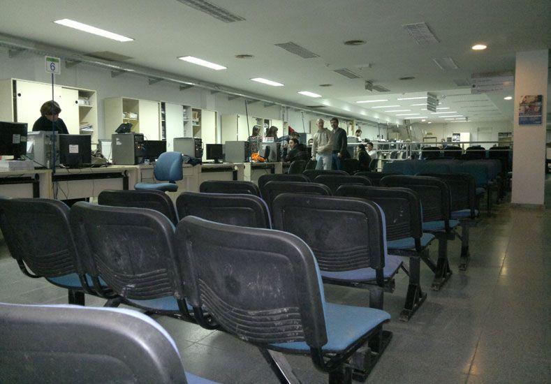 Como nunca. Las oficinas de calle España lucen vacías hace días.