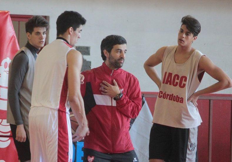 EN ACCIÓN. El DT comenzó esta semana con los entrenamientos en Córdoba. Espera por los extranjeros.   Foto Gentileza/La Mañana de Córdoba