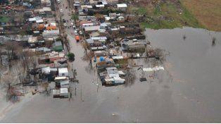 En Uruguay las aguas no bajan y ya hay más de 4 mil personas evacuadas