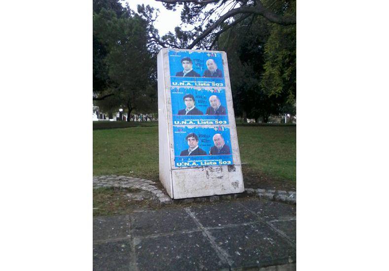 Adrián Fuertes se distanció de afiches polémicos
