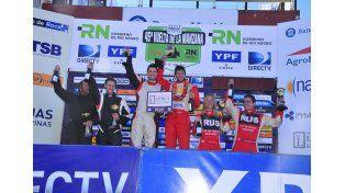 El entrerriano festejó en el podio un nuevo primer puesto en la clase que lo tiene como actual campeón.  Foto Gentileza/Prensa Grinóvero