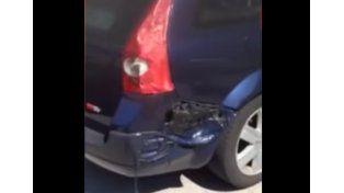 Un auto se derrite en plena calle