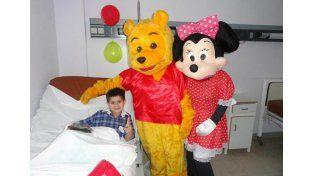 Los chicos internados en el hospital Masvernat recibieron regalos por el Día del Niño