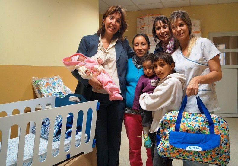 Inclusión. Unas 50 mujeres recibieron el kit en maternidades.