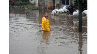 La lluvia que cayó en la región del sur de Santa Fe en las últimas horas agravó la situación en el pequeño pueblo de Sanford. Foto: Télam