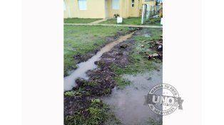 Con la lluvia se acrecientan los problemas de los vecinos de barrio IAPV, en Federal