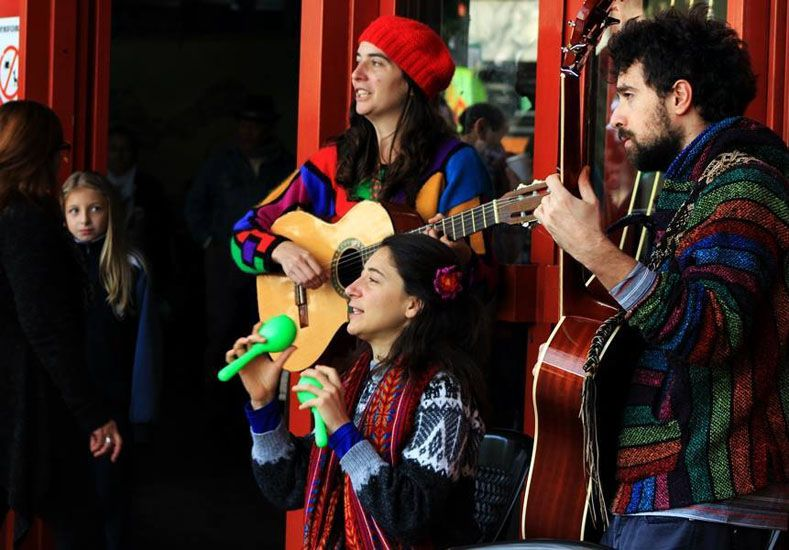 Contentos. Logran amalgamar los ritmos latinoamericanos.