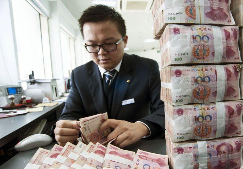 Sorpresiva devaluación china acrecienta temores de guerra de divisas