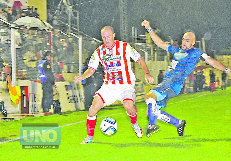 Enzo Noir regresará al ataque Decano después de haber cumplido dos fechas de suspensión.   Foto UNO/Juan Manuel Hernández