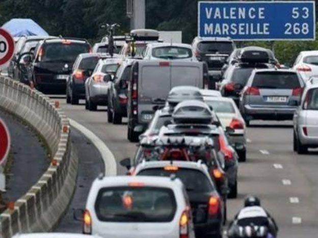 Se olvidan a su hija en una ruta de Francia y se enteran por la radio