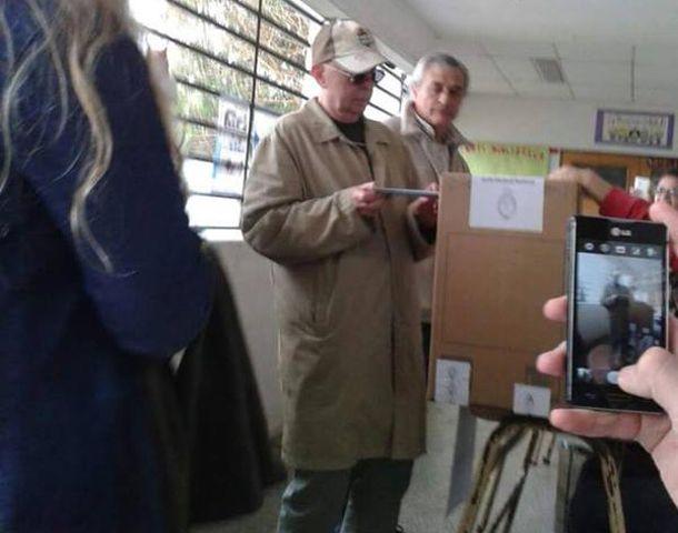 Solari fue a votar a una escuela de Ituzaingó.