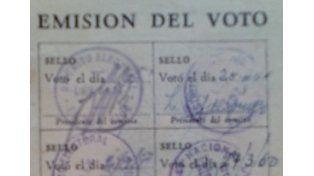 Una Libreta Cívica donde constan los votos emitidos en el cuarto oscuro.
