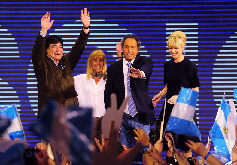 Scioli le dedicó su triunfo a Néstor y Cristina