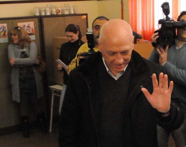 Bonfatti emitió temprano su voto en la escuela San Francisco de Asís. Foto: La Capital