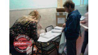 Desde temprano los ciudadanos paranaenses realizan fila para votar.  Foto UNO