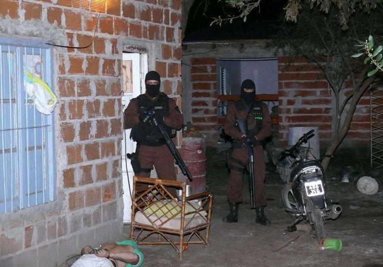 Secuestran drogas y detienen a cinco personas en Colón