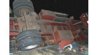 Tres camiones chocaron y un conductor resultó gravemente herido