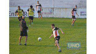 Miguel Nievas Escobar es una de las posibilidades que maneja Delfino para reemplazar a Guzmán.    Foto UNO/Mateo Oviedo