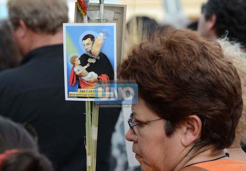 Presencia. En Concordia miles de fieles participan hoy de la vigilia. En Paraná