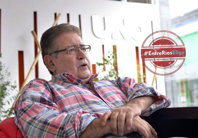 Al aire. Almará dijo que cerrará la campaña haciendo radio. (Foto UNO/Mateo Oviedo)