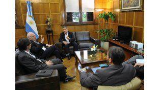 Gestión. El gobernador propuso al ministro Casamiquela facilidades y subsidio de tasas.