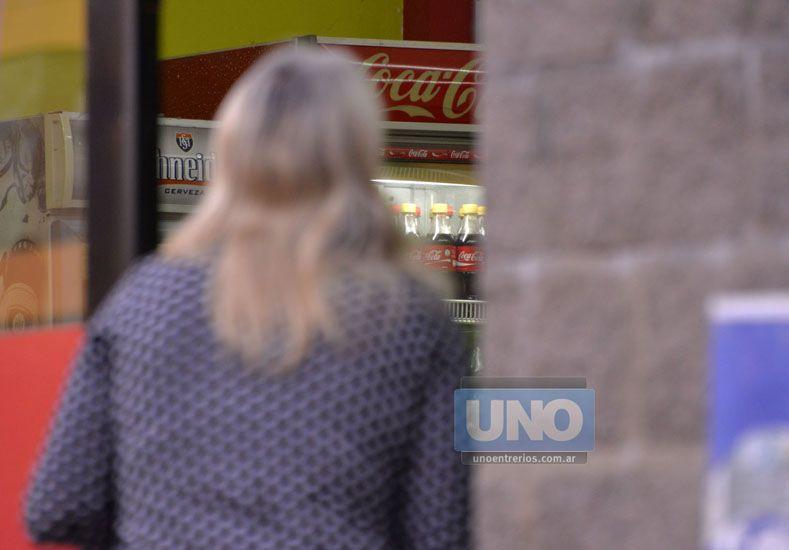 Mirar precios. Instan a evitar abusos de precios y hacer presentaciones en Defensa del Consumidor. (Foto UNO/ Mateo Oviedo)