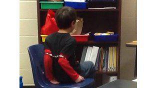 El tremendo caso del niño de 8 años esposado en una escuela en EE.UU.