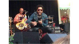 A Lenny Kravitz se le escapó el pene durante un recital