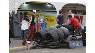 Las ruedas esperan por los autos de cara a la clasificación  Foto UNO/Diego Arias